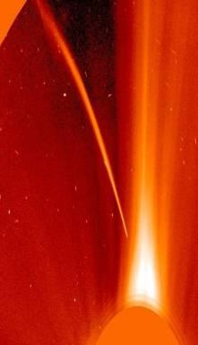 Файл:SOHO sungrazer with prominent tail.jpg