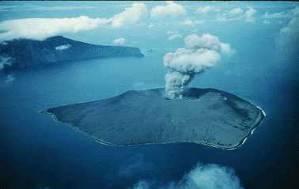 http://vokrugmira.info/wp-content/uploads/2011/07/vulkan-krakatau4.jpg
