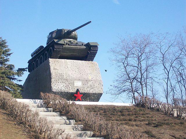 любой фото памятника танка в кургане пока кроме