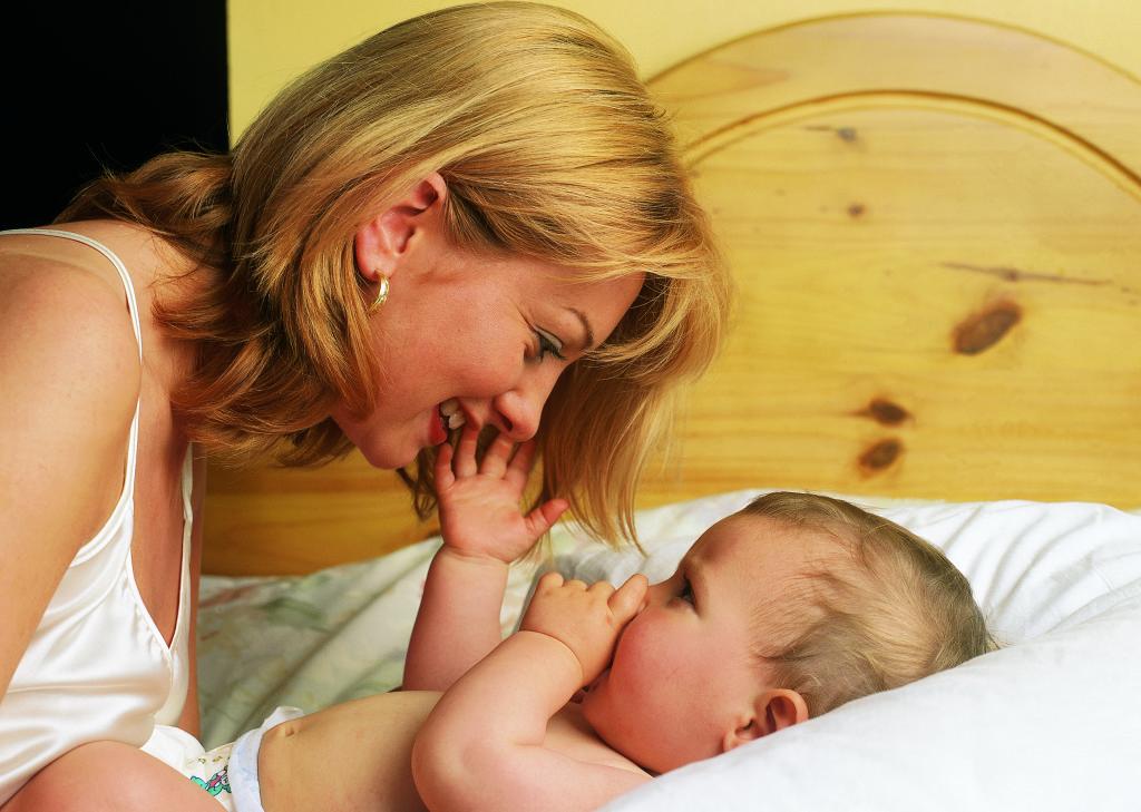 Картинки мама поет колыбельную малышу